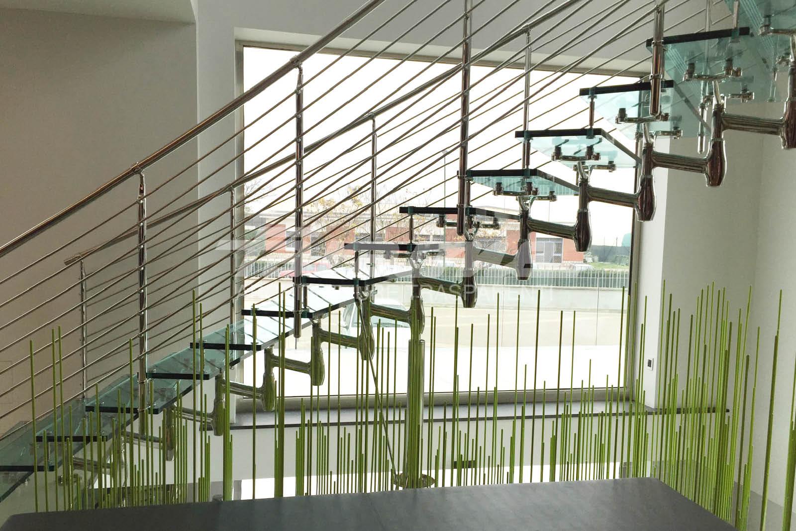 Scale in vetro e acciaio Titania